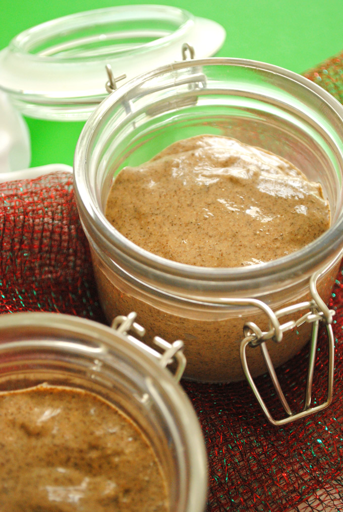 Packed with healthy Omega-3s, this easy Gingerbread Chia Pudding is the perfect way to enjoy the classic flavors of gingerbread as a snack or dessert!