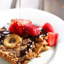 This Healthy Chocolate Peanut Butter Banana Baked Oatmeal is a satisfying breakfast to start your morning to feel full and energized all day!