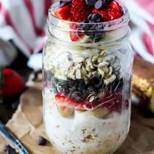 This classic dessert gets a healthy breakfast makeover! Make some Overnight Banana Split Oatmeal to have a tasty breakfast waiting for you in the morning.