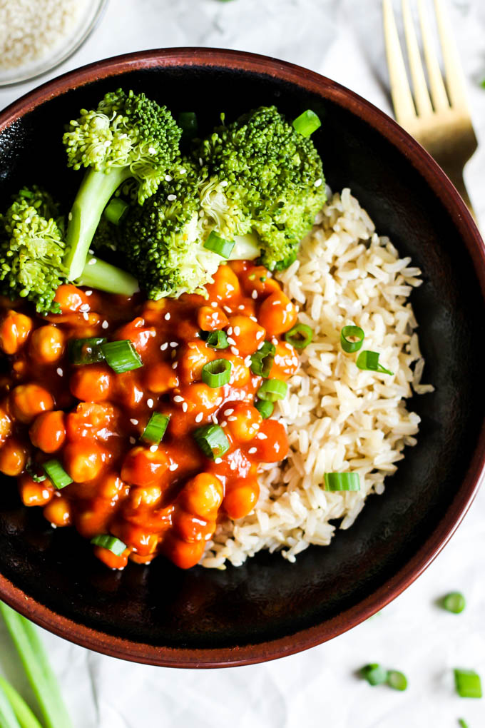 Chickpeas cooked in a sweet and sour sauce served on top of rice with a side of broccoli