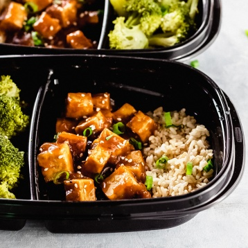 teriyaki sauce on tofu with broccoli and brown rice