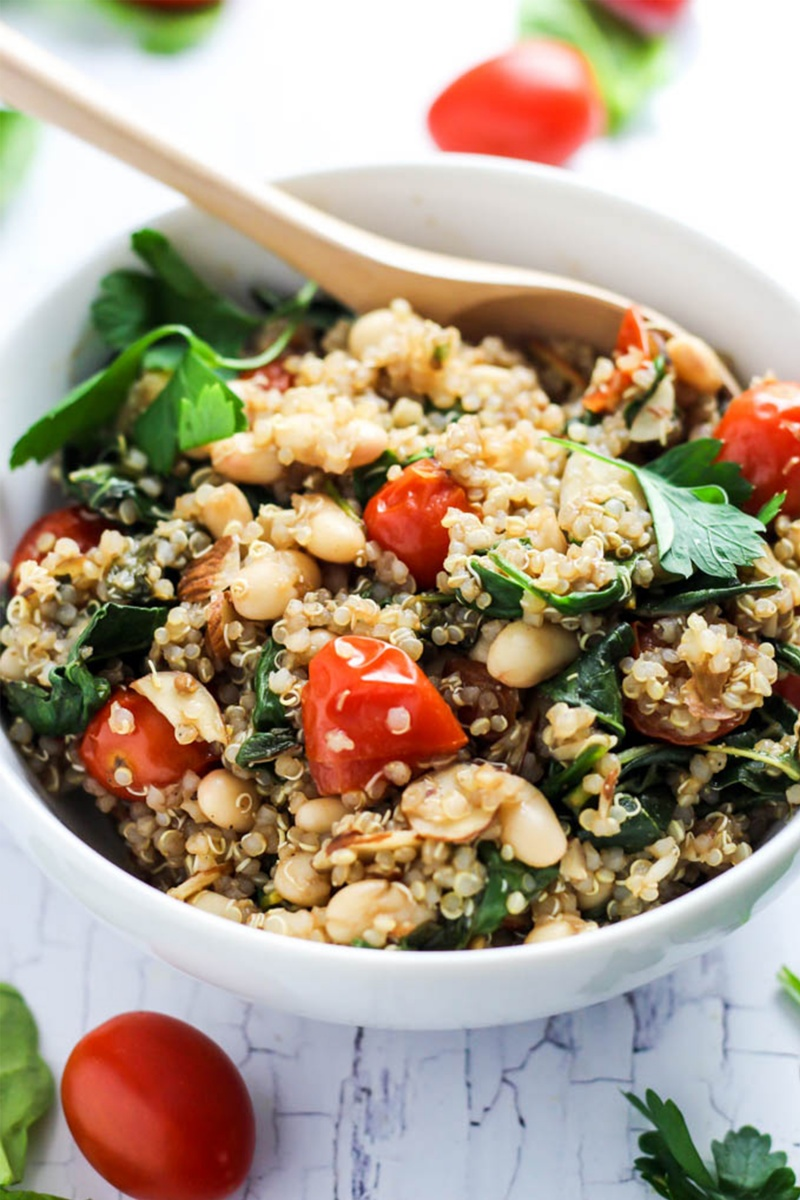 easy quinoa salad with tomatoes and spinach