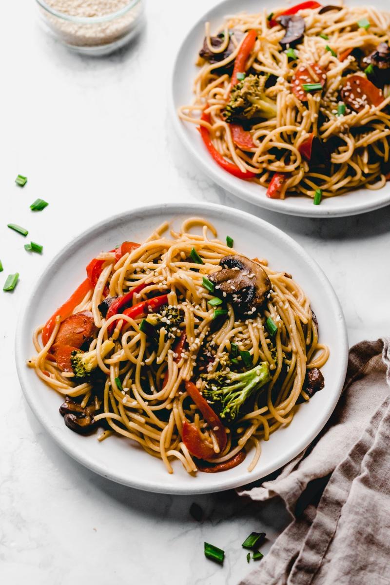 Easy Vegetable Lo Mein (vegan & gluten-free) - Emilie Eats